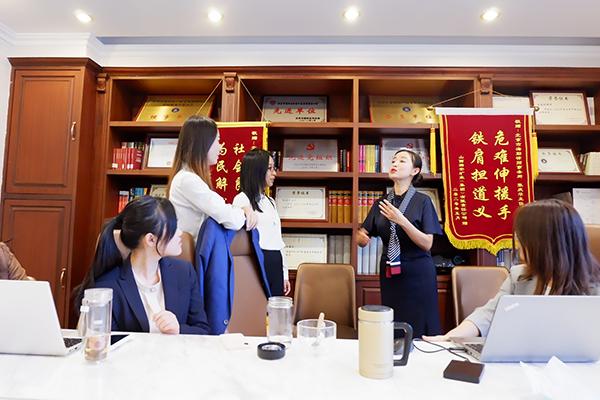 礼仪专家讲师路瞳丨学习商务礼仪,提高企业软实力
