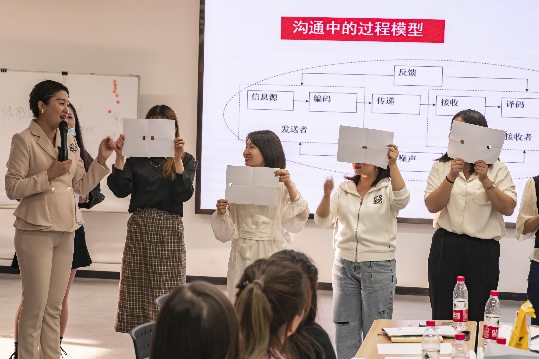祝贺王紫薇老师《服务意识与沟通技巧提升》培训圆满成功!