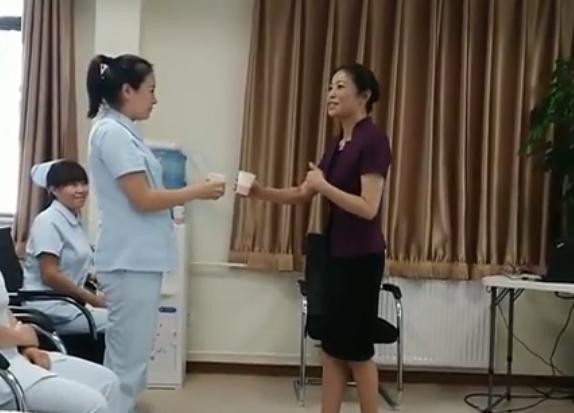肖景渝老师商务礼仪授教课